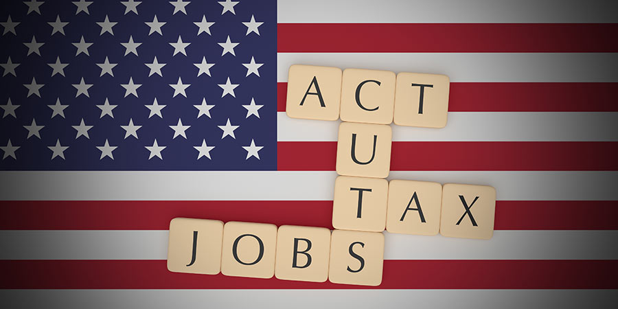 Allure Accounting - TaxAct Scrabble auf USA Flagge