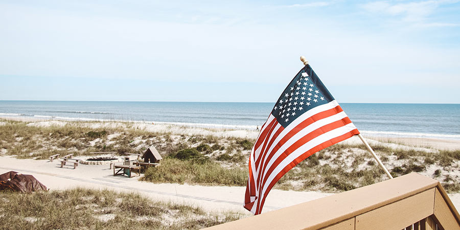 House_on_Beach_with_US_flag